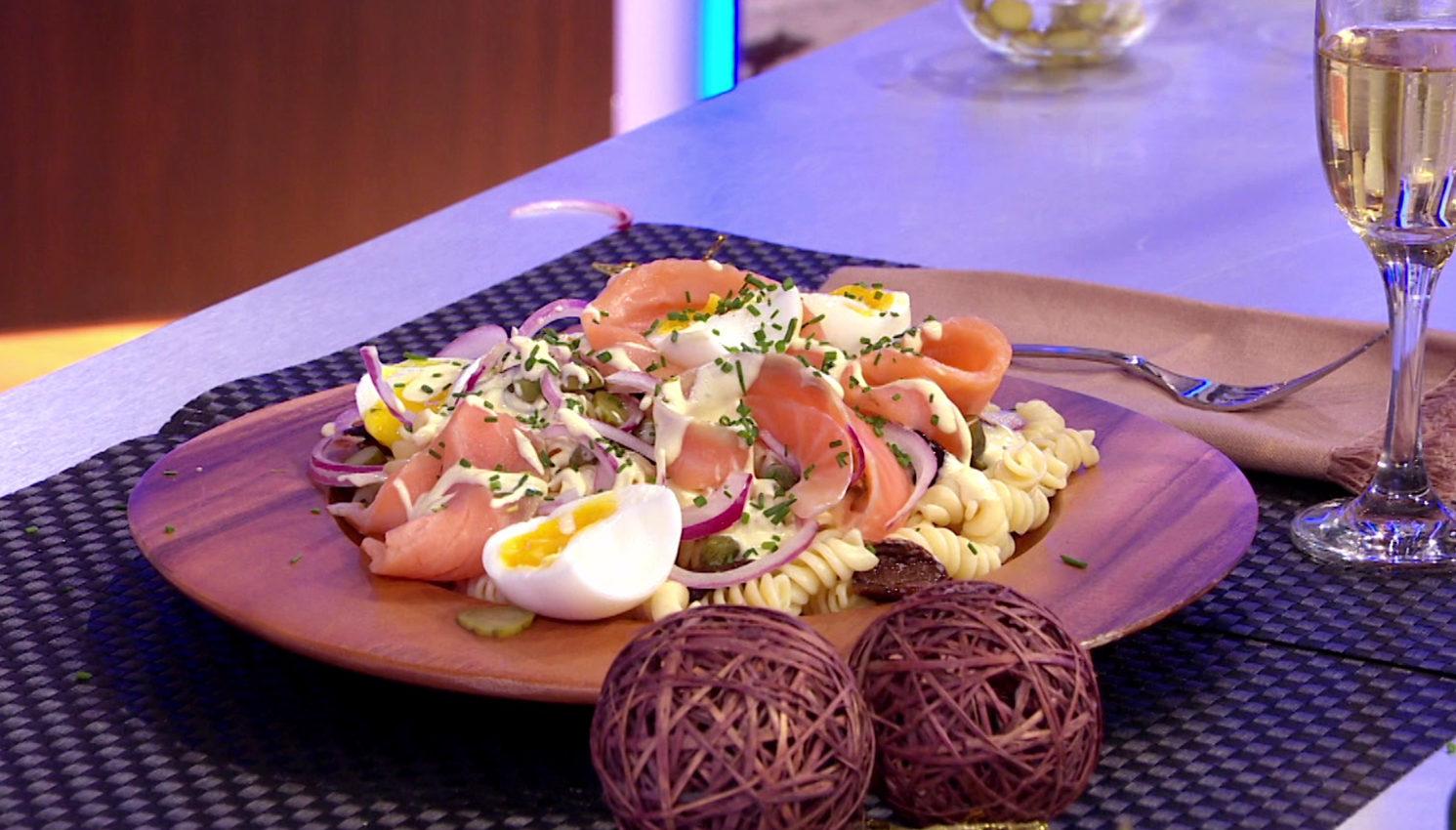 Ensalada fresca de pasta salm n ahumado y huevo mollet - Ensalada fresca de pasta ...