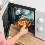 Verdades y mitos sobre cocinar en microondas