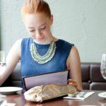 Menú sin precios y otras prácticas machistas de los restaurantes