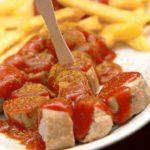 Currywurst, el clásico plato alemán que cumple 70 años y cuyo homenaje causa polémica