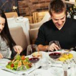 Casi todos los restaurantes ofrecen comidas más calóricas de lo recomendado