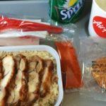 ¡Insólito! Un restaurant se especializa en ofrecer comida de avión