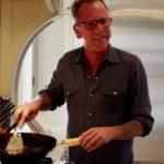 Kiefer Sutherland ahora cocina para sus seguidores