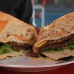 Los fanáticos celebraron el Día Nacional del Sándwich de Milanesa