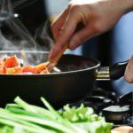 Cuchara de madera: enterate por qué es un utensilio clave para cocinar