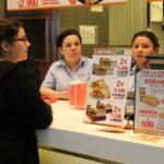 Estudiantes y comidas rápidas: el estrés durante los exámenes aumenta las ganas de comer fast food