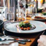 Cleptómanos gourmet: los objetos más insólitos que los clientes se roban en los restaurantes