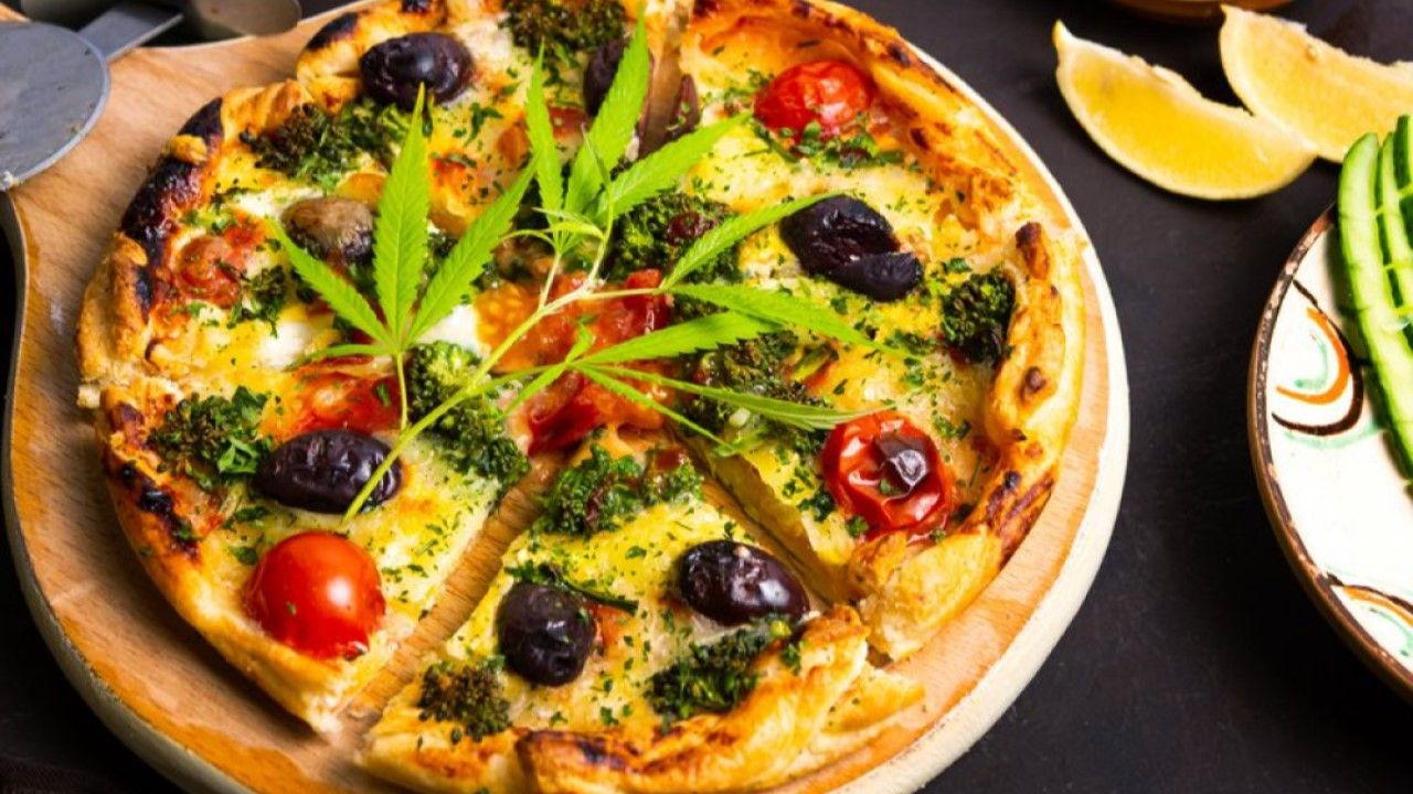 Resultado de imagen para pizza con marihuana