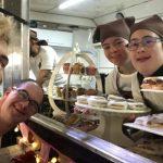 Desayunos a domicilio y candy bar, el emprendimiento inclusivo de una chica con síndrome de Down