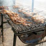 Prohíben cocinar asado y pollos en la calle