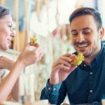 Las comidas que conviene evitar en una primera cita