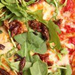 Un restaurant de Las Vegas aprovecha una invasión de insectos para ofrecer un plato insólito: ¡pizza de langostas!