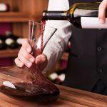 Cuándo hay que decantar un vino… y cuándo no