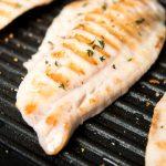 La mejor manera de cocinar pescado y evitar que se pegue