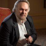 Robert Parker, el que sube o baja el pulgar a los vinos del mundo