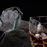 Cristalería sustentable: vasos y piezas creadas a partir de botellas de vidrio