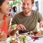 Los 8 trucos de la Universidad de Harvard para comer fuera de casa sin engordar