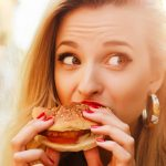 Infieles gastronómicos: la mayoría admite engañar a sus parejas con la comida