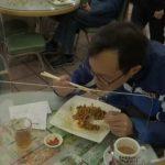 Coronavirus: restaurants de Hong Kong hacen comer a sus clientes detrás de un vidrio