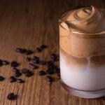 La receta de Café Dalgona, la bebida que se convirtió en un boom inesperado en medio de la cuarentena