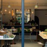 Coronavirus y cuarentena: reabrió su restaurant y lo convirtió en un minimercado