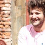 Es francés, tiene una pulpería en Buenos Aires y cocina para gente en situación de calle y profesionales de la salud