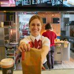 La cadena de comidas rápidas que alimentará gratis durante dos semanas al personal de salud