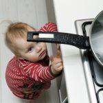 Tips y cuidados para evitar accidentes cuando los más chicos te ayudan a cocinar