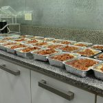 Vecinos de Recoleta cocinan viandas para alimentar a gente del Barrio 31 durante la cuarentena