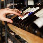 Alimento esencial o consumo prescindible, el gran dilema para los vendedores de vino