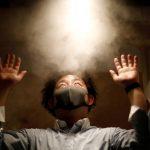 Escándalo por un restaurant japonés que rocía con desinfectante a sus clientes