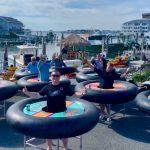 Autitos chocadores: las mesas rodantes que un restaurant inventó para respetar el distanciamiento social