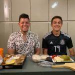 Paulo Dybala mostró sus dotes de cocinero preparando tacos mexicanos