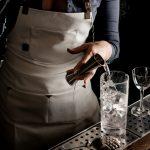 Gin: de la plebe a James Bond, historia del gran destilado universal