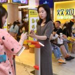 Un restaurant chino pide disculpas luego de obligar a sus clientes a pesarse para luchar contra el despilfarro