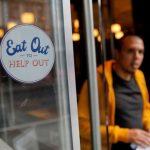 El gobierno británico paga la mitad de la cuenta de los clientes en los restaurants para ayudar a la reactivación de la gastronomía
