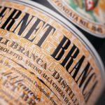 Fernet: se cumplen 175 años de una bebida que provoca tantas pasiones como odios