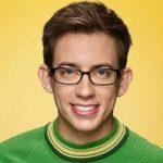 Un actor de Glee intoxicó por accidente a su pareja con una salchicha poco cocida