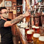 Dueños de bares porteños piden a Alberto Fernández que les permita abrir los salones al 50%
