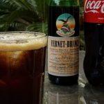 Fake news y fernet con Coca: las dos bebidas del famoso trago, involucradas en noticias falsas el mismo día