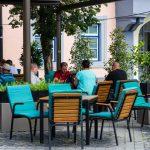 Mesas al aire libre: los gobiernos de Ciudad y Nación, enfrentados por el uso de terrazas, patios y jardines internos