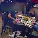 Se arrancaron pelos del pubis y lo pusieron en sus platos para no tener que pagar la cuenta del restaurant