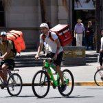 Los servicios de delivery en pie de guerra: fijan tope para las comisiones que cobran