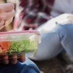 Tupper: la historia desconocida del invento que cambió la manera de conservar alimentos