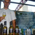Vino de miel, la original bebida que produce un emprendedor argentino en Misiones