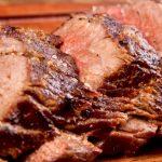 Le sirvieron un bife de chorizo y se puso a llorar: la anécdota que revive la época de oro de la carne argentina