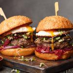 Hamburguesas: un documental revela que los restaurants llegan a cobrar 8 veces más del costo de elaborarlas