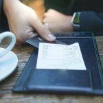 Un informe calcula cuánto de lo que uno paga en un bar o restaurant se va en impuestos