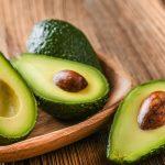 Afirman que comer palta regularmente ayuda a mejorar la salud intestinal