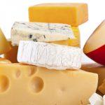 Vino, cerveza, tragos o té, las mejores bebidas para acompañar una buena picada de quesos